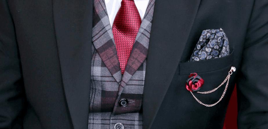 Slipsekombination med skjorte og blazer samt coat.