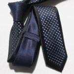 Blå prikket slips002