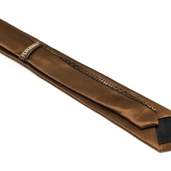 Brunt-slips-med-silkekant-og-struktur-i-midten2
