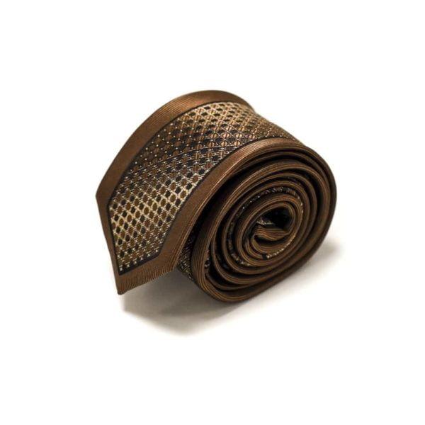 Brunt-slips-med-silkekant-og-struktur-i-midten4-1