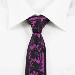 Detaljefyldt slips lilla og sort