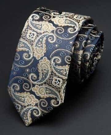 Detaljefyldt slips med motiv