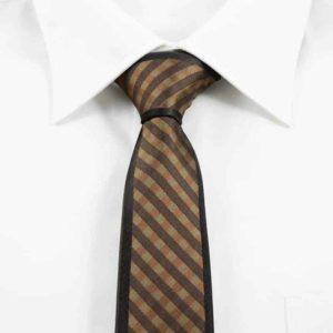 Klassisk brunt slips stribet