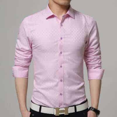 Lyserød-skjorte-med-tern