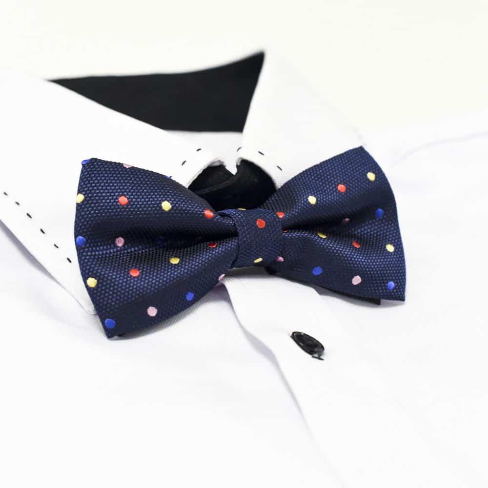 Marineblå-butterfly-med-polka-prikker1