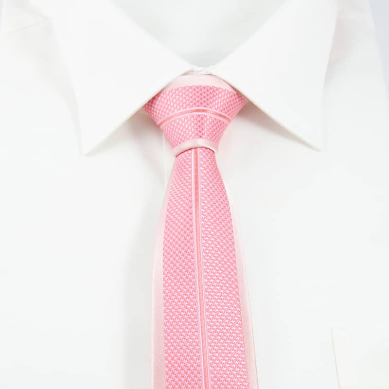 Moderne lyserødt slips prikket