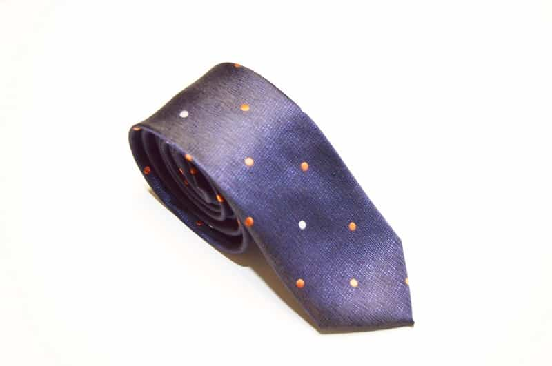 Moderne slips med prikker