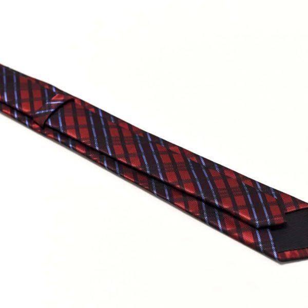 rødt slips med skotske tern