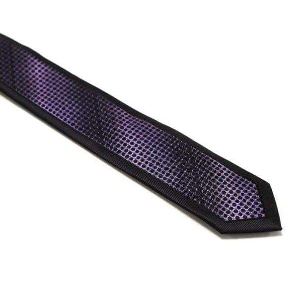 Sort-slips-med-lilla-nuanceret-struktur-i-midten1