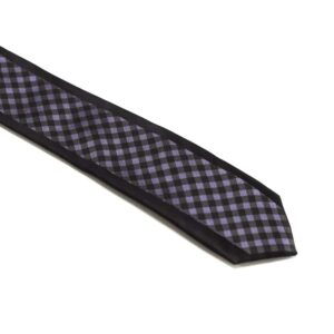 sort slips med lilla tern i midten