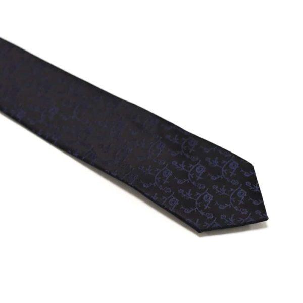 sort slips med mørklilla motiv