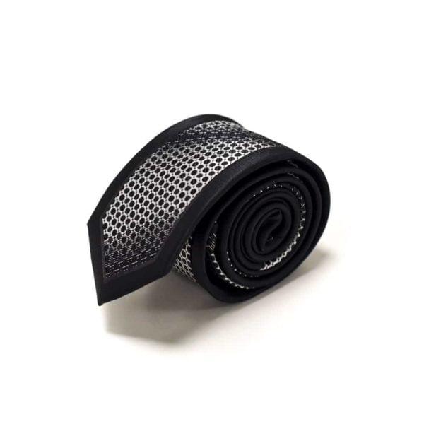 sort slips med sølv detaljer