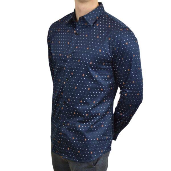 Blaa-skjorte-med-prikker-modern