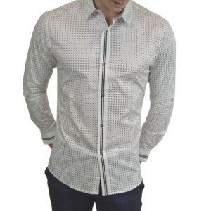 Hvid-skjorte-med-prikker-1
