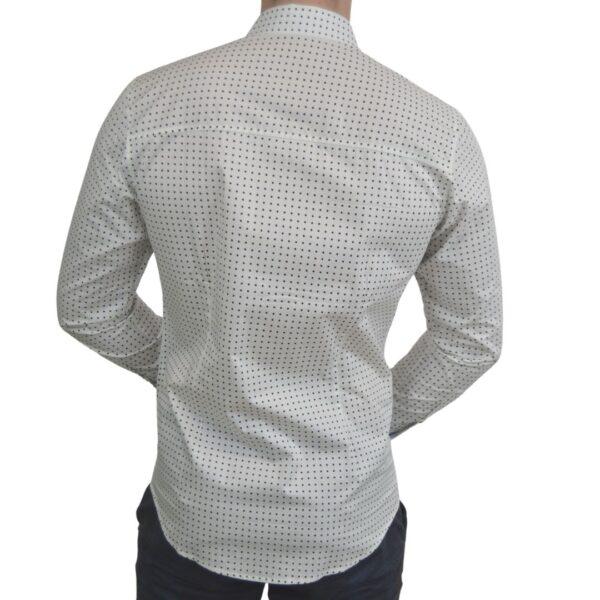 Hvid-skjorte-med-prikker-classic