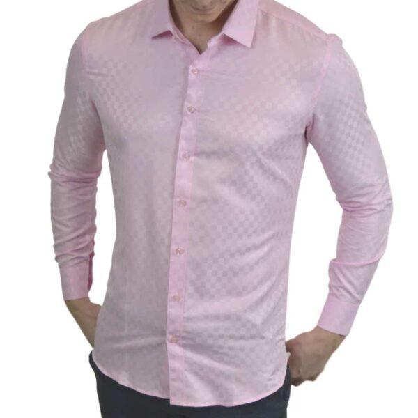 Lyseroed-skjorte-med-tern