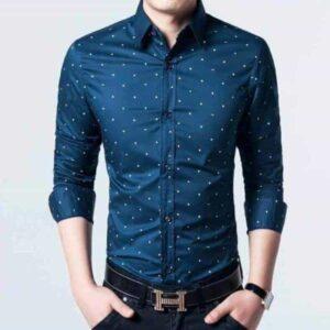 sø blå skjorte med polka prikker medium