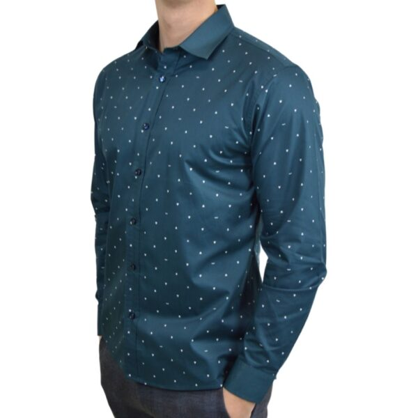 Soe-blaa-skjorte-med-polka-prikker-medium-klassisk