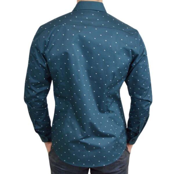 Soe-blaa-skjorte-med-polka-prikker-medium-modern